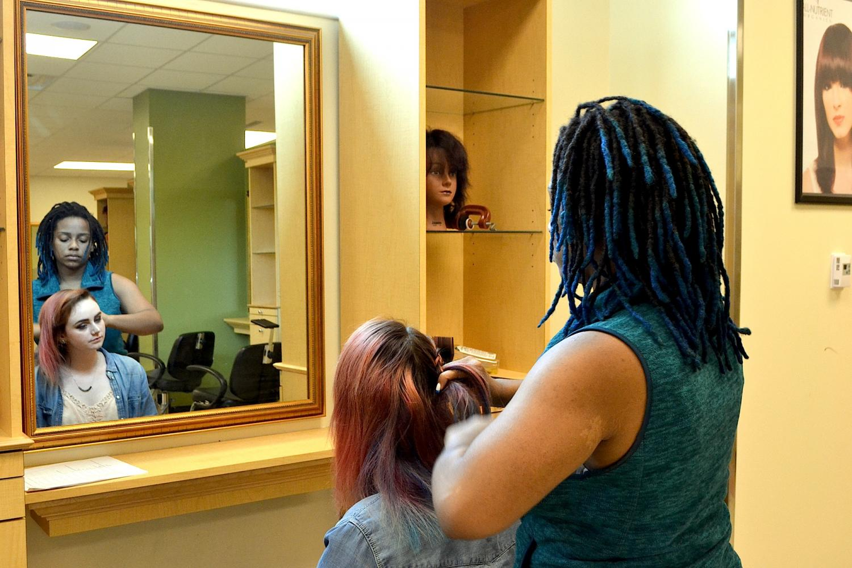 Keion Jones Expresses herself through Wando's Cosmetology Program