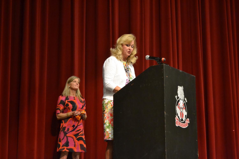 Dr. Sherry Eppelsheimer greets the senior class