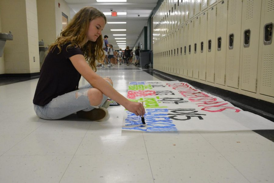 Junior Marissa Coll creates a poster to display the dress up days for Spirit Week starting on Oct. 1.