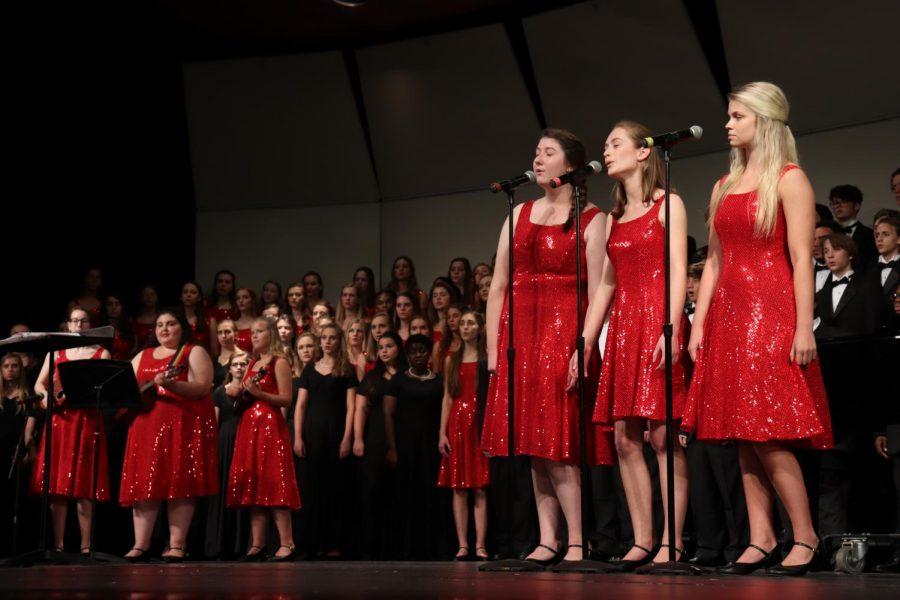 Wando Chorus sings in their first concert.