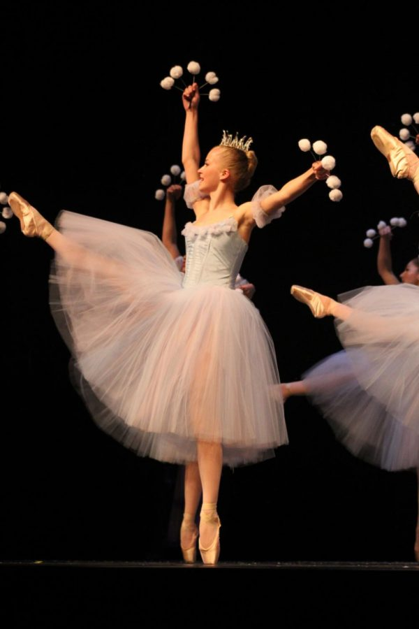 Hathaway performs a développé during the performance of The Nutcracker.