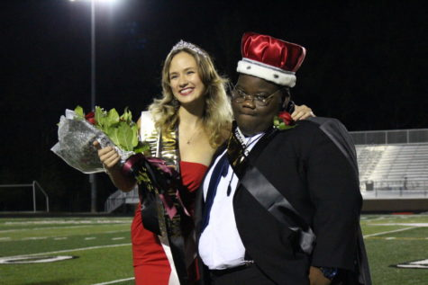 Seniors Isabella Wethington and Obafemi Akinjobi are crowned homecoming King and Queen.